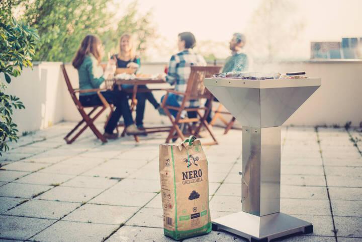 Als weltweit erster Hersteller von bio-zertifizierter Holzkohle verzichtet NERO vollständig auf die Verwendung von Tropenholz. Nun geht NERO mit einem Crowdfunding auf GREEN ROCKET, Europas größter Crowdinvesting-Plattform für nachhaltige Unternehmen und Startups, auf Expansionskurs. Investoren profitieren von bis zu 7 % Fixzins p.a. und aliquoter Erfolgsbeteiligung. Copyright: NERO