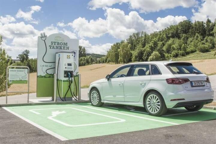 Lidl Österreich, Unterstützer der WWF-Klimaschutz-Initiative, eröffnet nächste Woche bereits die 20. E-Tankstelle in Österreich. Bild: Lidl