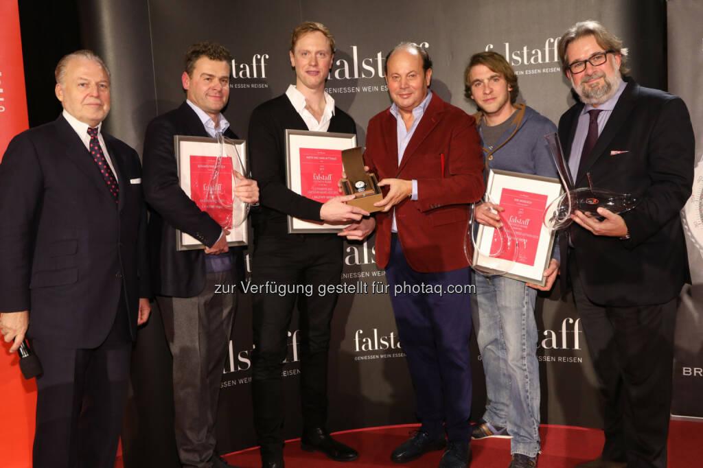 Wolfgang M. Rosam (Herausgeber Falstaff Verlag), Gerhard Markowitsch (2. Falstaff Sieger 2017), Martin Nittnaus (1. Falstaff Sieger 2017), Peter Kellner (CEO Breitling Austria), Niki Windisch (3. Falstaff Sieger 2017), Peter Moser (Chefredakteur Wein, Falstaff Verlag) - Falstaff Verlags GmbH: Weingut Anita und Hans Nittnaus ist Falstaff-Sieger 2017 (Fotocredit: Falstaff Verlags GmbH/APA-Fotoservice/Schedl), © Aussender (28.11.2017)