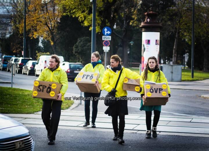 Österreich entscheidet: Österreich entscheidet übergibt Demokratie-Starterpaket an Nationalratsabgeordnete (Fotograf: Gabriel Gschaider / Fotocredit: ÖE)