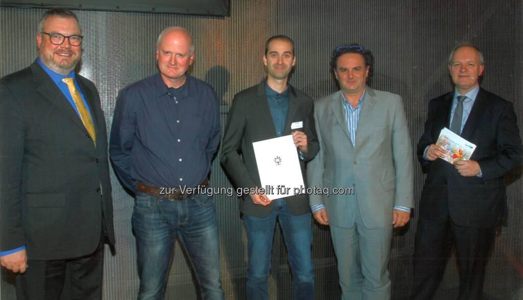 Verleihung des Würdigungspreises 2017 in der Akademie der Wissenschaften in Wien: v.l.n.r.: Stv. Sektionsleiter Dkfm. Peter Wanka (bmwfw), FH Prof. Dr. Gerald Gruber (FH Kärnten STG Geoinformation/Spatial Information Management), Preisträger Thomas Winkler, Msc., FH Prof. Dr. Gernot Paulus (FH Kärnten STG Geoinformation/Spatial InformationManagement) und MinRat Dr. Alexander Marinovic (bmwfw). - Fachhochschule Kärnten: Würdigungspreis des Wissenschaftsministers 2017 geht an Geoinformatikabsolventen der FH Kärnten (Fotocredit: FH Kärnten), © Aussender (30.11.2017)