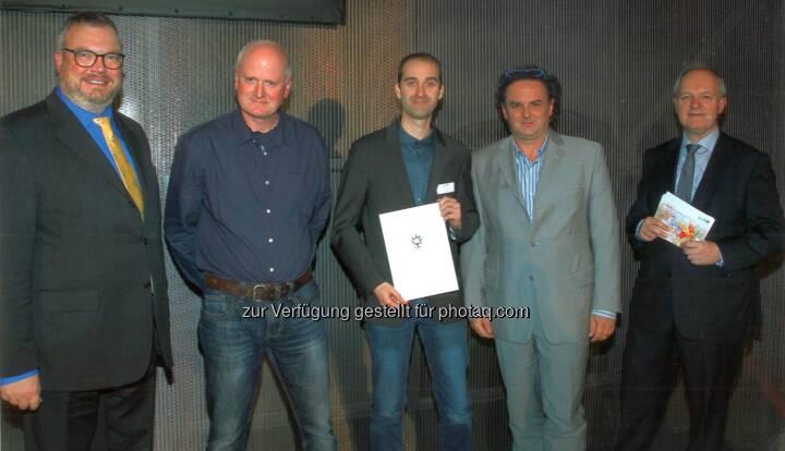 Verleihung des Würdigungspreises 2017 in der Akademie der Wissenschaften in Wien: v.l.n.r.: Stv. Sektionsleiter Dkfm. Peter Wanka (bmwfw), FH Prof. Dr. Gerald Gruber (FH Kärnten STG Geoinformation/Spatial Information Management), Preisträger Thomas Winkler, Msc., FH Prof. Dr. Gernot Paulus (FH Kärnten STG Geoinformation/Spatial InformationManagement) und MinRat Dr. Alexander Marinovic (bmwfw). - Fachhochschule Kärnten: Würdigungspreis des Wissenschaftsministers 2017 geht an Geoinformatikabsolventen der FH Kärnten (Fotocredit: FH Kärnten)