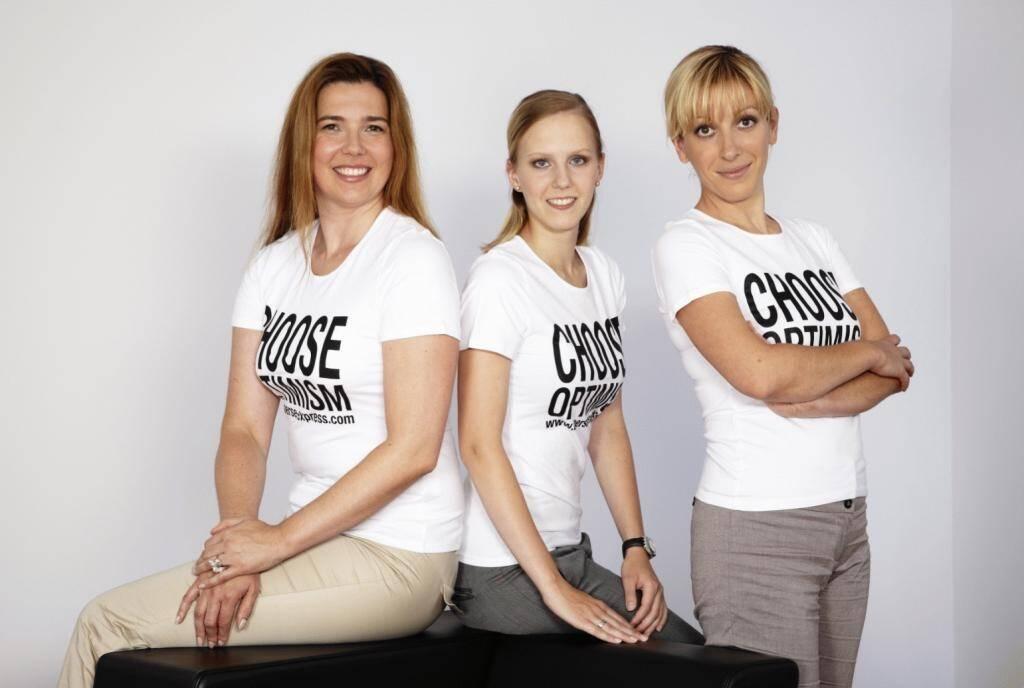 A Choose with a Smeil! v. li.: Sylwia Milke, Angelika Scheid, Elisabeth Wagerer, © Diverse Fotografen / Aktion wurde vom Börse Express 2014 an photaq/BSN übetragen (01.06.2013)