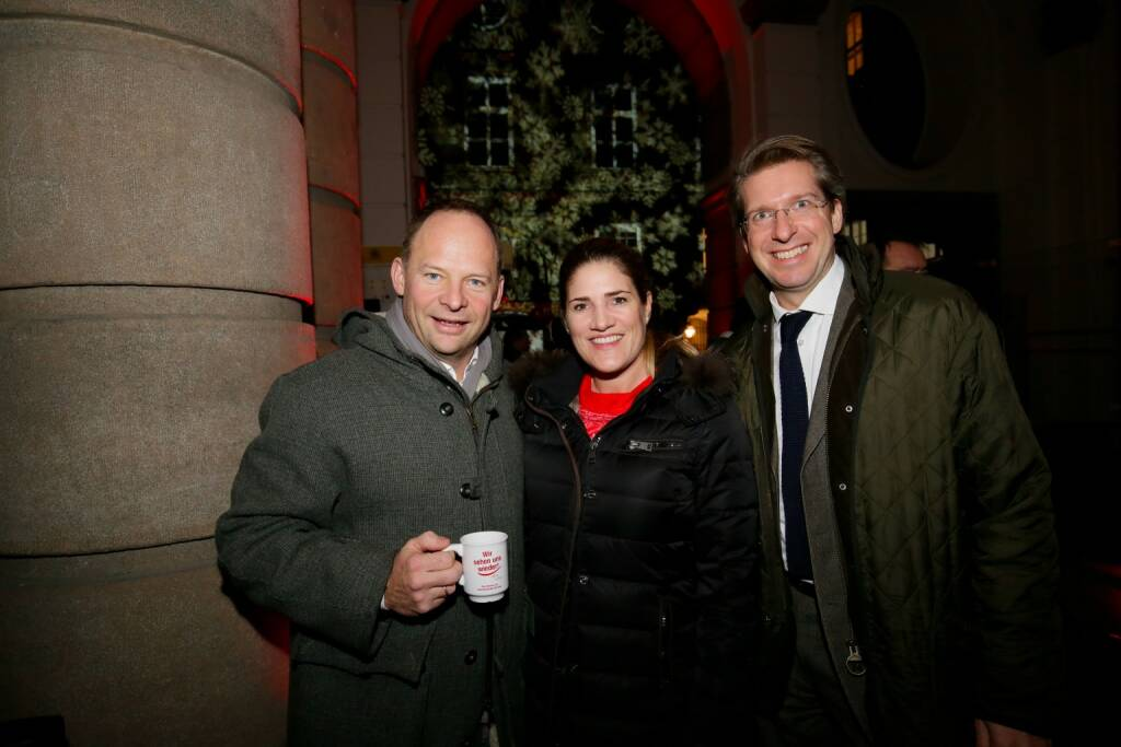Alexander Knechtsberger, HMD Global-Marketingleiterin Judith Haberlehner, Observer-Geschäftsführer Florian Laszlo (© leisure.at/Roland Rudolph) (12.12.2017)