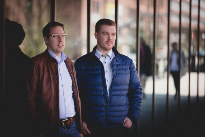 Für den Serienstart der neuen Staffel von Pastewka am 26. Januar 2018 hat die Nuuk GmbH aus Hamburg einen Quiz Skill für den Cloud-basierten Sprachdienst Amazon Alexa im Auftrag von Amazon Prime Video entwickelt. Nils Kassube und Alexander Köhn, Gründer und Geschäftsführer der Digitalagentur Nuuk GmbH; Bild: Nuuk GmbH