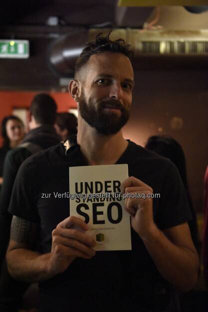 Franz Enzenhofer beim Book Launch Event zu seinem neuen Buch Understanding SEO - full stack optimization: Understanding SEO - Das Buch, um SEO Agenturen endlich unnötig zu machen! (Bild: Martina Lajczak), © Aussendung (13.12.2017)