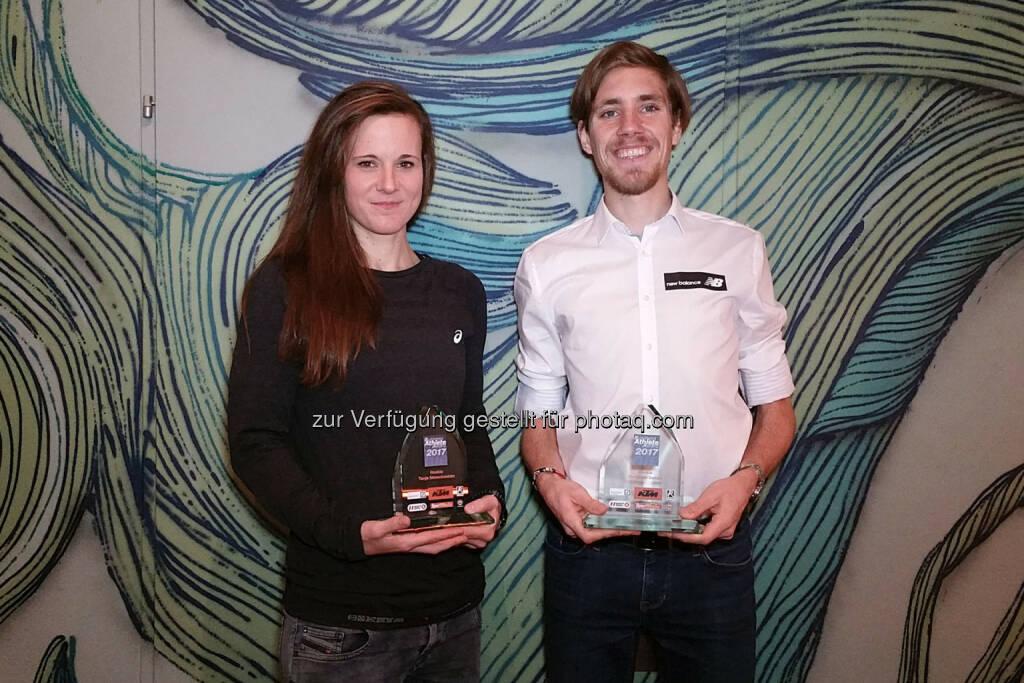 Siegreich in Laufschuhen wie auch im Internet: Tanja Stroschneider und Christoph Sander (16.12.2017)