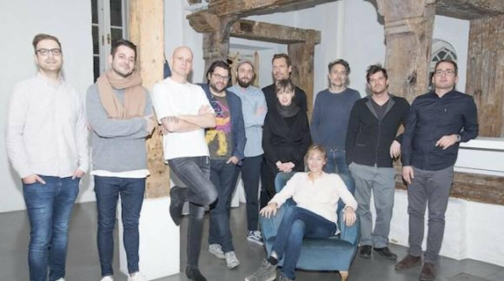 In der aktuellen Funktionsperiode des CCA Creativ Club Austria wird Alexander Hofmann (Young & Rubicam) als CCA Sprecher bestätigt, seine Stellvertreterin ist Helena Luczynski (Frau Text). Die Funktion des Schriftführers übernimmt Bernd Wilfinger (WIEN NORD), Kassier ist Franz Riebenbauer (Studio Riebenbauer) und als sein Stellvertreter agiert Hannes Böker (Team Rottensteiner | Red Bull). Die restlichen Vorstandsmitglieder - Verena Panholzer (Studio Es), Christoph Gaunersdorfer (Hello Werbeagentur), Goran Golik (Golik), Robert Dassel (AANDRS) und Christian Gosch (Serviceplan) - widmen sich ihren spezifischen Themenbereichen. © CCA Creativ Club Austria), © Aussender (18.12.2017)