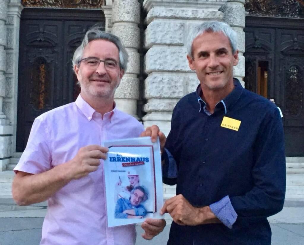 Robert Sommer Sportschnappschuss 2017 - auch Rapids und Romas Jahrhundert-Goalie Michael Konsel ist ein großer Freund der Satire und las mit Begeisterung mein neues Buch ,Im Irrenhaus - Plötzlich daheim'! Das zweite Buch kommt 2018 heraus!  (26.12.2017)
