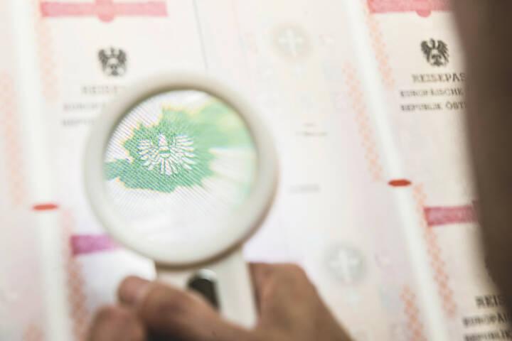 Österreichische Staatsdruckerei: Top-Performance der Staatsdruckerei bei EU-Reisedokumenten-Prüfung, Qualität von Identitätsdokumenten gerade heute wichtiger denn je; Credit: OeSD