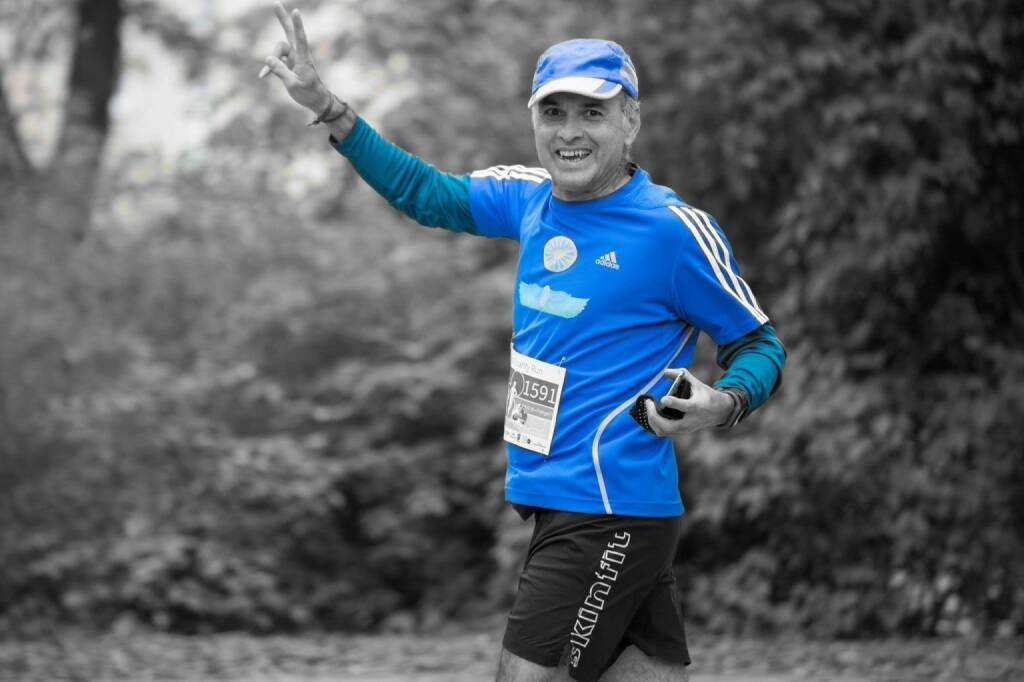 Safet Hasanoski Mein Sportschnappschuss des Jahres – 2017 Beim Vienna Charity Run 2017 ist plötzlich ein unerwartetes Foto entstand das ich auch selber überrascht gewesen war. Das ich dabei Gutes zu tun mit 1500 Läufern hat mich auf Idee gebracht dieses Foto bisschen selber noch zu bearbeiten, das dass Freude zum Laufen noch besser aussieht.  Yeah ....  (29.12.2017)