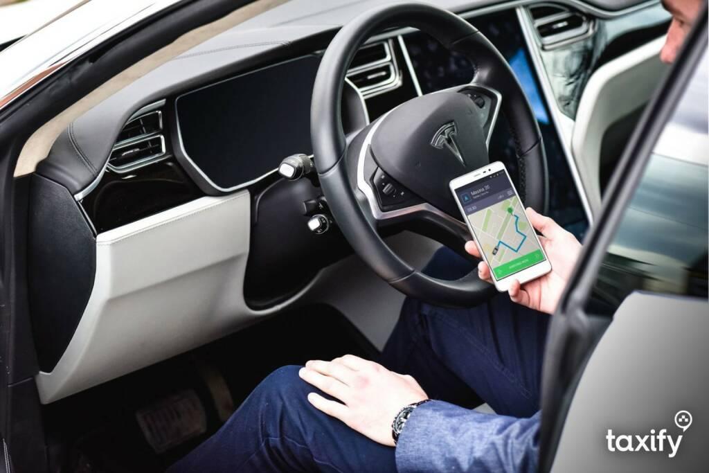 Die Ride-Sharing-Plattform Taxify blickt auf ein erfolgreiches Jahr zurück: Insgesamt ist Taxify bereits in 36 Städten, in 25 Ländern und auf fünf Kontinenten aktiv. In Wien startete Taxify am 19. Oktober 2017 und ist bereits mit über 500 Partner-Fahrern auf den Straßen der Bundeshauptstadt unterwegs. (© Taxify) (30.12.2017)
