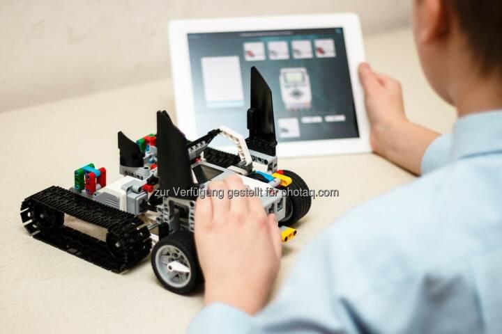 Beim RoboManiac-Feriencamp lernen Kinder und Jugendliche spielerisch neue Technologien kennen. Roboter, Technologie, Fotocredit: RoboManiac/Shutterstock