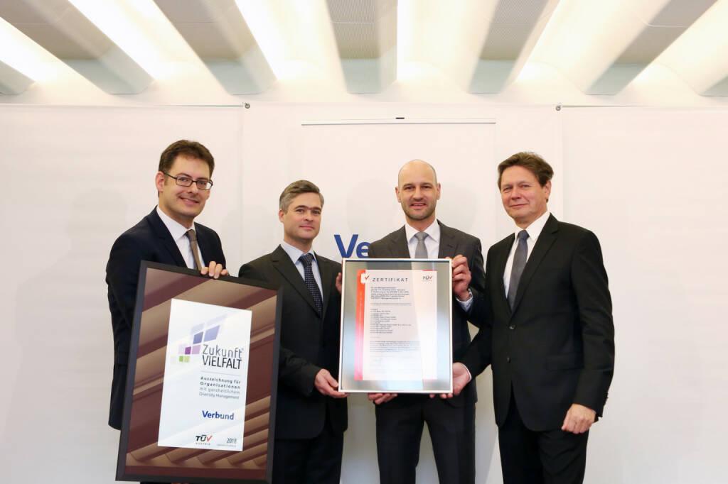 Bei VERBUND ist Diversity Management gelebte Praxis – dafür ist das Unternehmen ab sofort durch den TÜV AUSTRIA zertifiziert: (v.l.n.r.) Peter Rieder (Arbeitswelten Consulting), Georg Westphal (VERBUND), David Kuss (Vertriebsleiter TÜV AUSTRIA Business Area Life, Training & Certification), Wolfgang Anzengruber (VERBUND CEO), Fotocredit: Verbund, © Aussendung (11.01.2018)