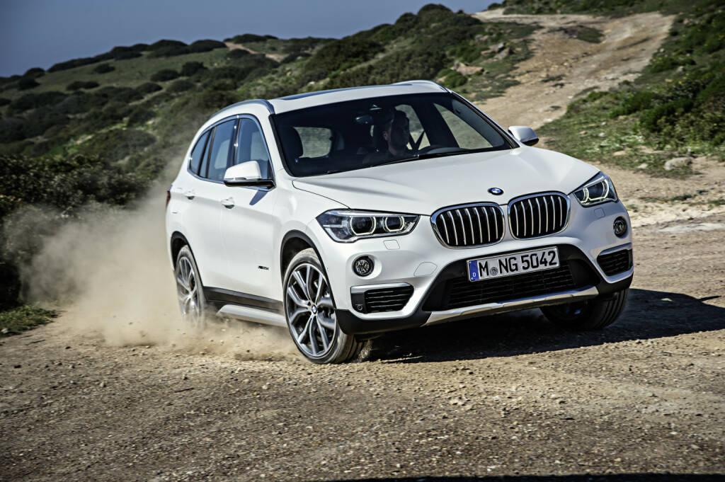 BMW Group in Österreich: BMW war 2017 der erfolgreichste Premiumhersteller in Österreich. Der neue BMW X1. BMW X1 xDrive20d - Modell xLine -Mineralweiß metallic - Leichtmetallräder Y-Speiche 511 - Innenraum, Leder Dakota mit Perforierung Mokka - Interieurleiste, Edelholzausführung Eiche Maser matt, Akzentleiste Perlglanz Chrom. Bild: BMW AG, © Aussendung (12.01.2018)