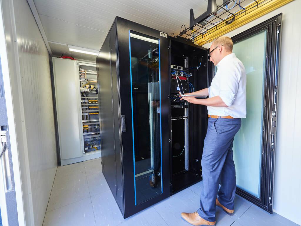 EPS Electric Power Systems GmbH: Der Data Center Container von EPS ist ausgestattet mit der modernsten IT-Infrastruktur inklusive IT-Klimaanlage und 19 Serverschränken. Großer Vorteil dieser Lösung ist die hohe Flexibilität und Mobilität. Fotocredit: EPS, © Aussendung (16.01.2018)