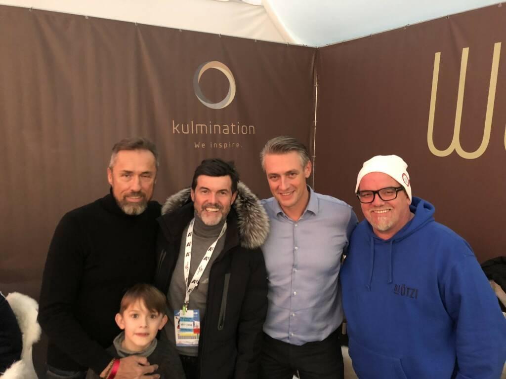 via Rainer Borns / Volksbank Wien - Bombenstimmung beim #Skifliegen am #Kulm ! #Kulmination mit dem unermüdlichen Promotor dieses #ÖSV Highlights in Bad Mitterndorf #HubertNeuper #RobertHohensinn #RedBull #DJÖtzi  #mitVwieFlügel #Hausbank #Partner #Mut #Volksbank #Initiative #Engagement #Kooperation  (16.01.2018)