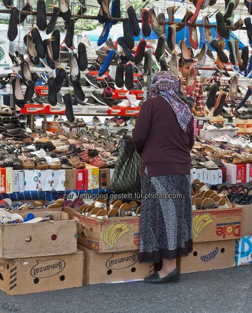 Frau, Schuhe; Türkei, Istanbul, © Herlinde Wagner (02.06.2013)