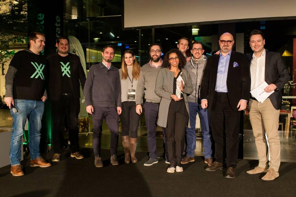 weXelerate hat mit dem Demo Day sein erstes Accelerator-Curriculum mit 55 Startups abgeschlossen. Dabei traten die sieben bestbewerteten Startups, die beim vorangegangenen Investor's Day mit über 150 internationalen Investoren ausgewählt wurden, zu einem Pitch-Wettbewerb an, um die Gunst der Jury und der rund 1000 anwesenden Gäste zu gewinnen. Letztlich setzten sich Betterspot (Sieger der Jury-Bewertung) und CyberTrap (Sieger der Publikums-Bertung, Bild) vor Spendee, Pocketdefi, Kasko, refurbed und hiMoment durch. Bildquelle: Raphael Moser/label4 (22.01.2018)