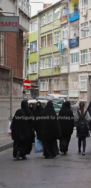 verhüllte Frauen; Türkei, Istanbul, © Herlinde Wagner (02.06.2013)