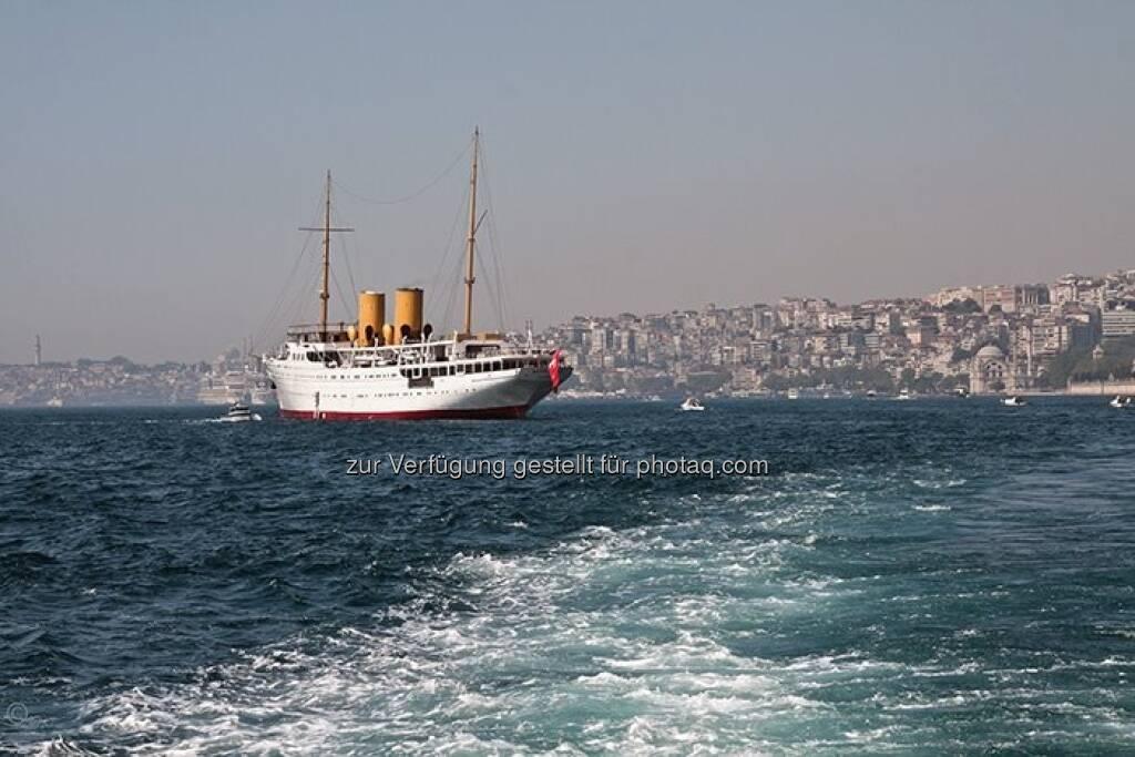 Schiff, Bosporus; Türkei, Istanbul, © Herlinde Wagner (02.06.2013)