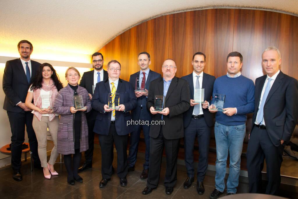 Erste Übergaben der Number One Awards in der OeKB, v.li.: Award-Partner Christoph Moser (Weber & Co.), Alexandra Rosinger (Rosinger Group), Heike Arbter (RCB), Markus Niederreiner (Hello bank!), Gregor Rosinger (Rosinger Group), Manuel Taverne (FACC), Dietrich Wanke (European Lithium), Philipp Arnold (RCB), Martin Foussek (Own Austria), Christian Drastil (Initiator, Börse Social Network), © photaq (25.01.2018)