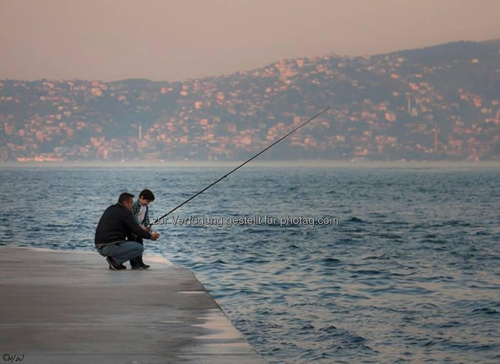 Kind beim Fischen; Türkei, Istanbul, © Herlinde Wagner (02.06.2013)