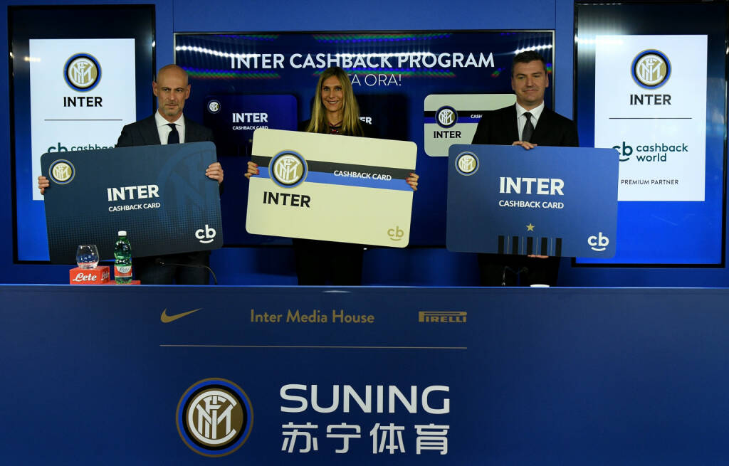 Lyoness Europe AG: Die Cashback World operated by Lyoness und der FC Internazionale Milano vereinbaren Kooperation; Giorgio Brambilla, Sales & Partnership Management Director at FC Internazionale Milano, and the Managing Directors of Lyoness Italy, Michela Mosconi and Edoardo Moretti (von links nach rechts); Fotocredit:Inter via Getty Images, © Aussendung (29.01.2018)