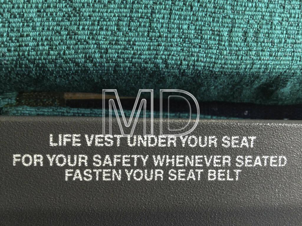 Flugzeugsitz, Life vest, fasten seatbelt, © teilweise www.shutterstock.com (02.06.2013)