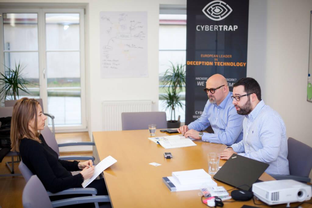 Jack Wagner, CEO CyberTrap GmbH, Avi Kravitz, CTO und Gründer CyberTrap GmbH im Interview mit Christine Petzwinkler (Börse Social Network), Foto: Michaela Mejta (08.02.2018)