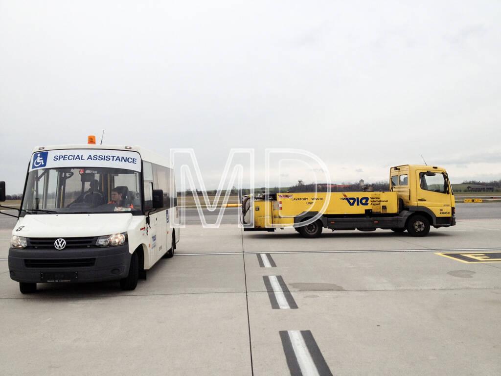 Flughafen Wien, Fahrzeuge, © Martina Draper (02.06.2013)