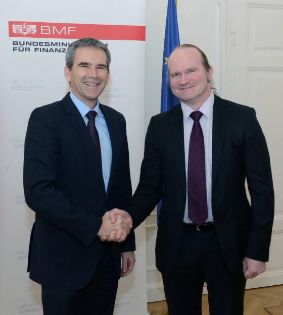Finanzminister Löger mit dem neuen Vorsitzenden des EFSF-Verwaltungsrates Harald Waiglein; Bild: Fotocredit:BMF/Koch, © Aussender (08.02.2018)