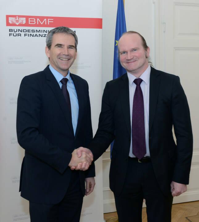 Finanzminister Löger mit dem neuen Vorsitzenden des EFSF-Verwaltungsrates Harald Waiglein; Bild: Fotocredit:BMF/Koch