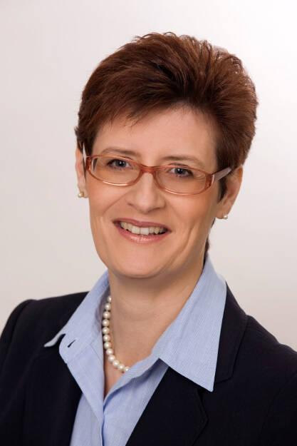 """""""Frauen können viel besser mit Geld umgehen, als sie vielleicht glauben. Sie informieren sich in finanziellen Angelegenheiten besser als Männer und halten an ihren Entscheidungen fest, während Männer ihr Wissen öfter überschätzen und auch höhere Risiken eingehen, indem sie zum Beispiel bei Aktien nicht in Fonds, sondern in Einzeltitel investieren"""", meint Sonja Ebhart-Pfeiffer, Vorstandsmitglied Österreichischer Verband Financial Planners und Finanzberaterin bei der FiNUM.Private Finance AG. Sonja Ebhart-Pfeiffer; Senior Consultant, Dipl. Finanzberater (BAK). Credit: Verband Financial Planners, © Aussender (26.02.2018)"""