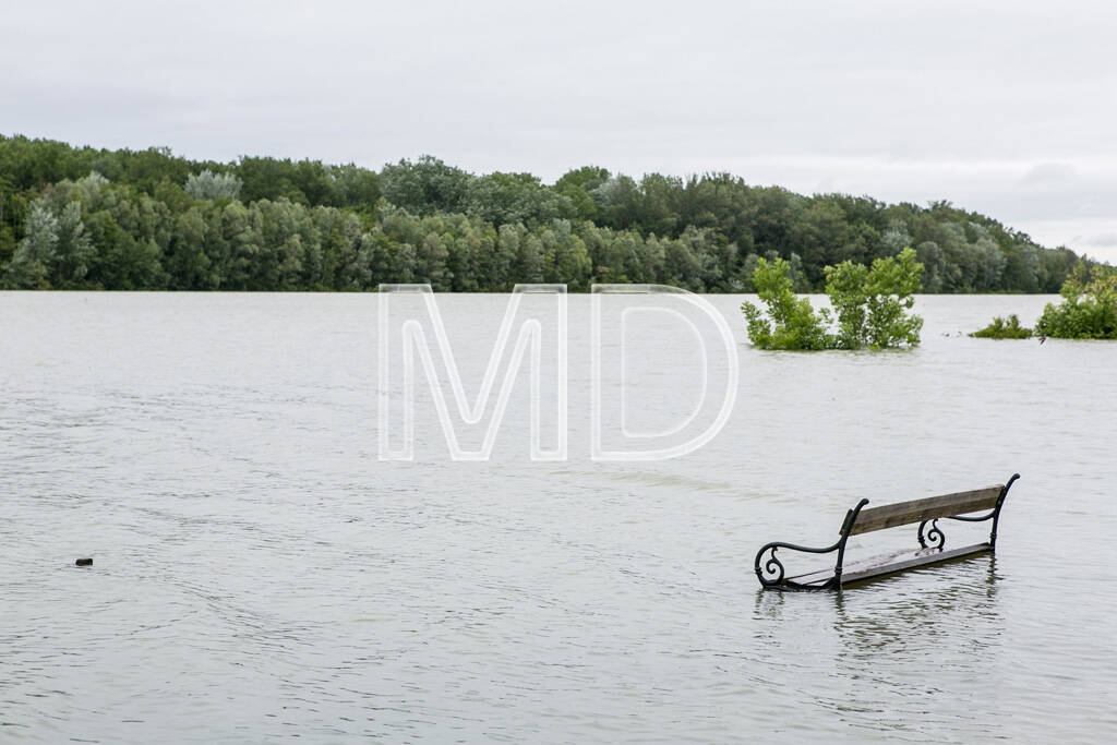 Hochwasser, Altenberg, Bank, © Martina Draper (03.06.2013)