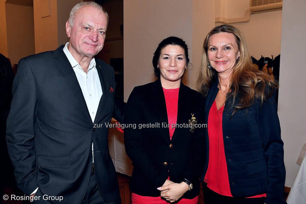 Die Varimex-Eigentümer Familie Manz-Varga nimmt Alexandra Rosinger (Rosinger Group) in ihre Mitte..., © (C) Rosinger Group (03.03.2018)