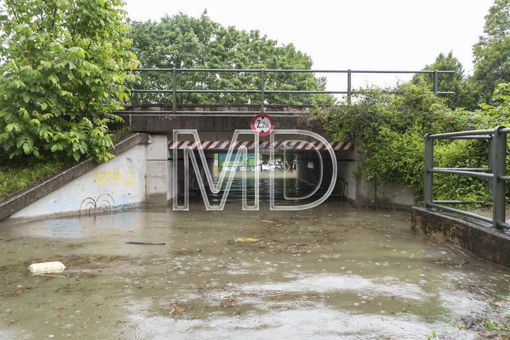 Hochwasser, Greifenstein, Durchgang, © Martina Draper (03.06.2013)