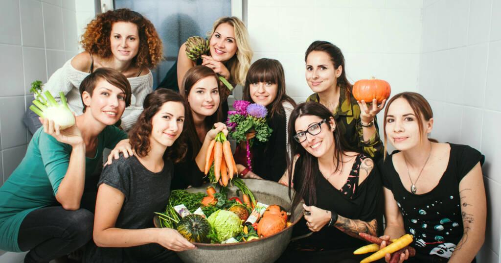 Das steirische Start-Up Hands on Veggies hat es sich zum Ziel gesetzt, mit innovativen Bio-Naturkosmetikprodukten frischen Wind in die Branche zu bringen. Der Fokus liegt dabei aber immer auf den vielfältigen, nährstoffreichen Wirkstoffen des Gemüsegartens. Die Produkte enthalten wertvolle Inhaltsstoffe von Kürbis, Karotten, Grünkohl und Co. Im Bild: Hands on Veggies: Team; Copyright: Hands on Veggies (14.03.2018)