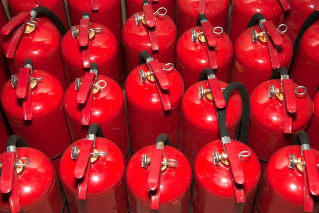 Wie man das Risiko Brandgefahr reduzieren kann, erfuhren die Brandschutzverantwortlichen am TÜV AUSTRIA Brandschutztag. Feuerlöscher, rot, Feuer, Fotocredit: shutterstock, © Aussendung (19.03.2018)