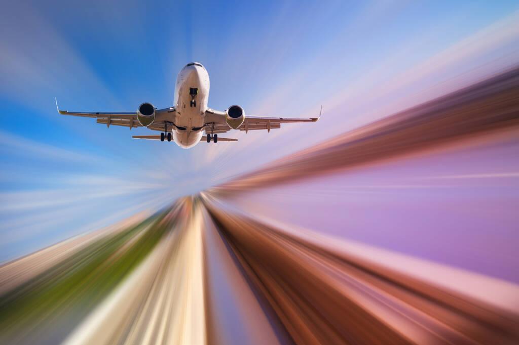 TÜV AUSTRIA Gruppe: Meilenstein in der Zertifizierung der Automobil-, Luft- und Raumfahrtindustrie; In der Dienstleistungspalette der TÜV AUSTRIA Group ist künftig noch mehr drin. Das Unternehmen baut seine Kompetenzen weiter aus und positioniert sich ab sofort als neuer Anbieter für Managementsystemzertifizierungen nach den Normen IATF 16949 und EN 9100 am Markt. Die Normen dienen dem Qualitätsmanagement in der Automobil- bzw. Luft- und Raumfahrtindustrie. Flugzeug, fliegen, Himmel, Abflug; Fotocredit:Shutterstock, Iakov Filimonov, © Aussender (10.04.2018)