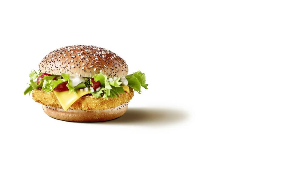 """Mit McF1rst Beef und McF1rst Chicken präsentiert McDonald's Österreich nicht nur zwei völlig neue Burger, sondern auch die Option auf ein Menü – mit erfrischendem Kaltgetränk sowie knusprigen Pommes oder knackigem Snacksalat als Beilage. Die neuen Burger sind auch als glutenfreie oder """"Make it Veggie""""-Variante erhältlich. Fotocredit:McDonald's Österreich, © Aussender (11.04.2018)"""
