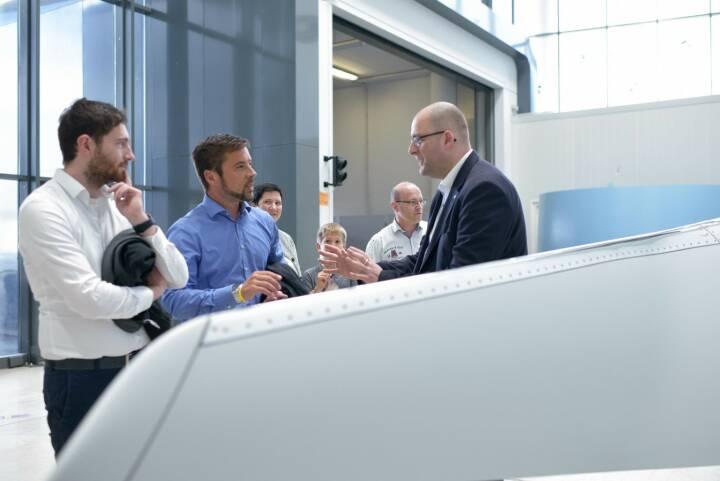 Die Lange Nacht der Forschung 2018 lockte so viele Gäste wie noch nie an den FACC Standort in Reichersberg. 2.264 Besucherinnen und Besucher tauchten ein in die faszinierende Welt der Luftfahrt. FACC freut sich über diesen Besucherrekord und das große Interesse an der Aerospace Industrie.