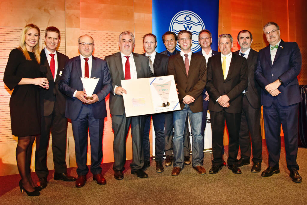 Knauf AMF: Zero Waste bei Knauf AMF - Bindemittel-Rückgewinnung spart 4.000 Tonnen CO2; Preisverleihung  in Salzburg: Knauf AMF mit Harald Oberscheider (Werksleiter Knauf AMF Ferndorf, 3.v.l.) gewinnt den Abfallwirtschaftspreis Phönix 2018 des Österreichischen Bundesministeriums für Nachhaltigkeit und Tourismus. Bild: obs/Knauf AMF, © Aussendung (23.04.2018)