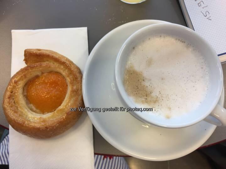 Frühstück mit Kaffee in der Riesen-Tasse, SBO-HV 2018