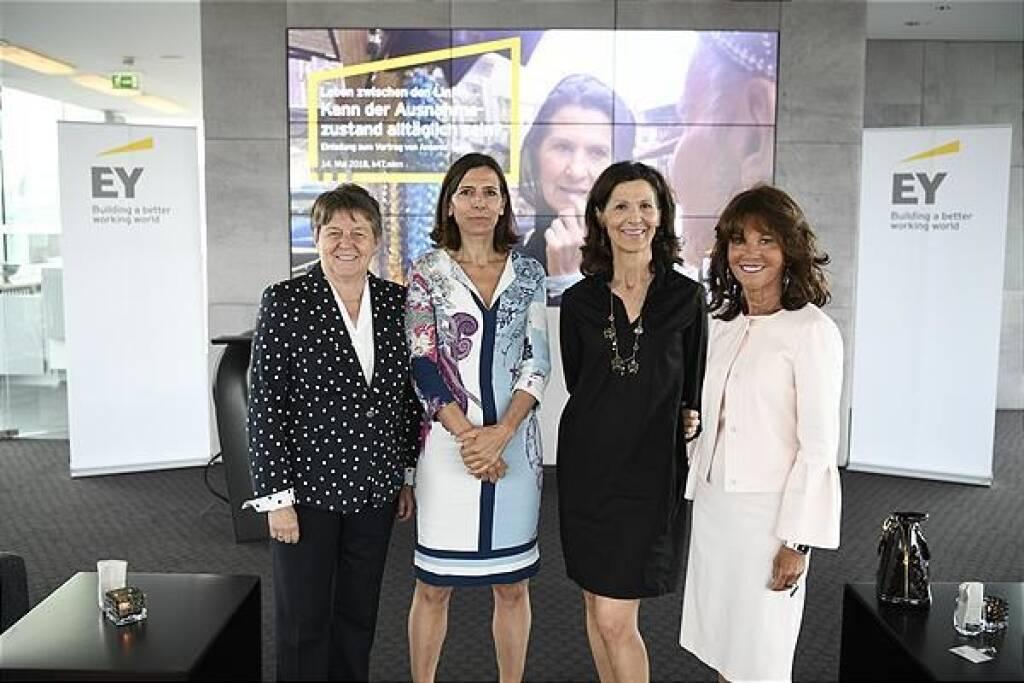 EY Women.Fast Forward (v.l.n.r.): Brigitte Ederer (Aufsichtsrätin u.a. bei Boehringer Ingelheim und Infineon), Helen Pelzmann (Partnerin EY Law), Antonia Rados, Brigitte Bierlein (Präsidentin des Verfassungsgerichtshofs); Foto: EY (15.05.2018)