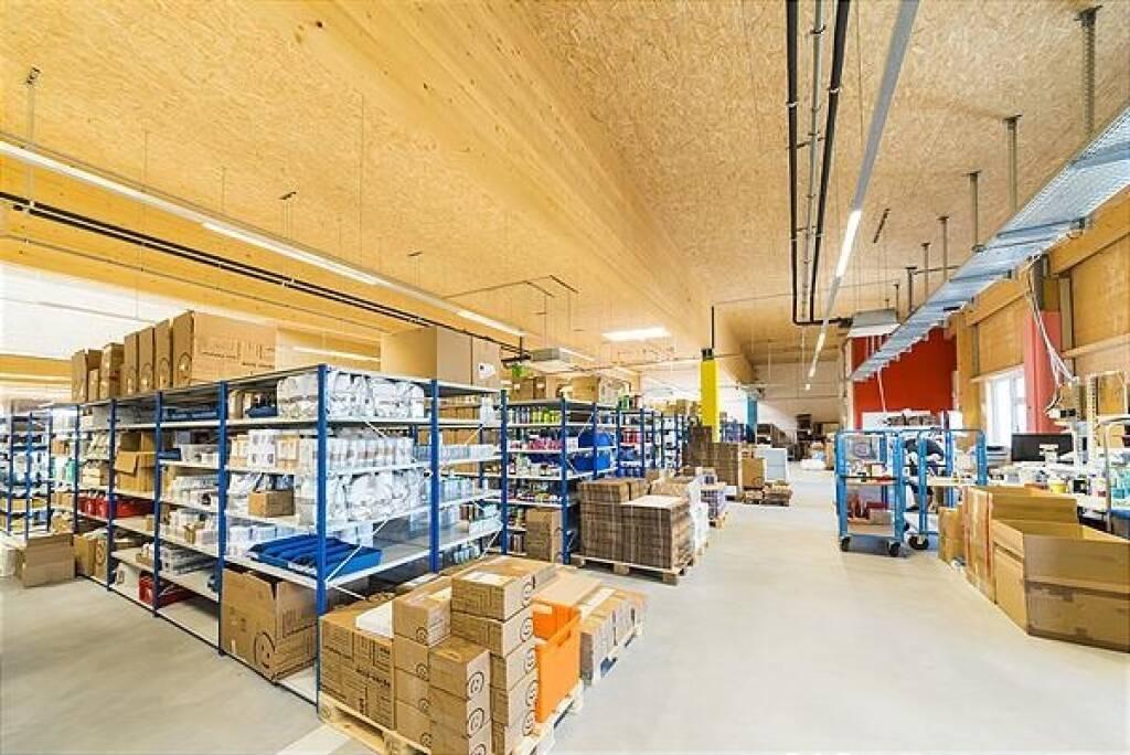 Mehr als 5.600 Pakete gehen täglich von der Südost-Steiermark aus an Kunden weltweit, mit 1,3 Mio. großteils Stammkunden zählt Niceshops zu den Vorreitern im Online-Handel. Aufgrund des dynamischen Wachstums erweitert Niceshops den bestehenden Unternehmensstandort in Saaz, mitfinanziert über ein Crowdfunding auf Lion Rocket; Copyright: niceshops GmbH (16.05.2018)