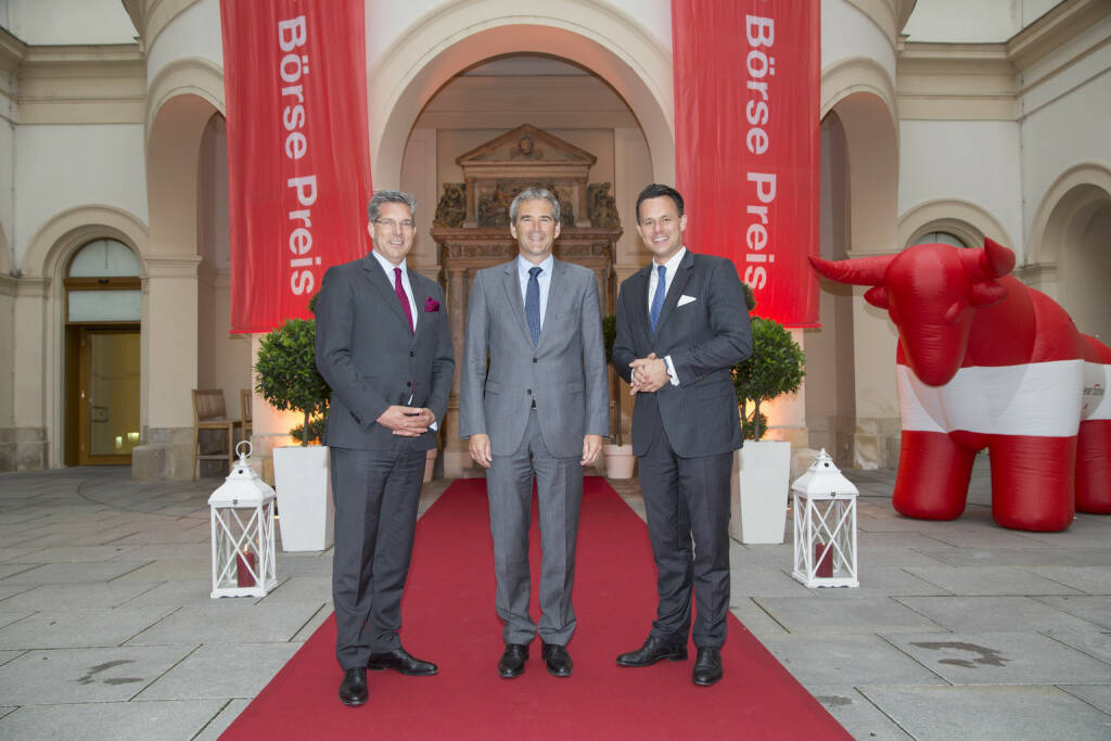 CA Immo-CFO Hans Volkert Volckens, Finanzminister Hartwig Löger, Börse-Chef Christoph Boschan, Credit: APA-Fotoservice, © APA-Fotoservice/Wiener Börse (22.05.2018)