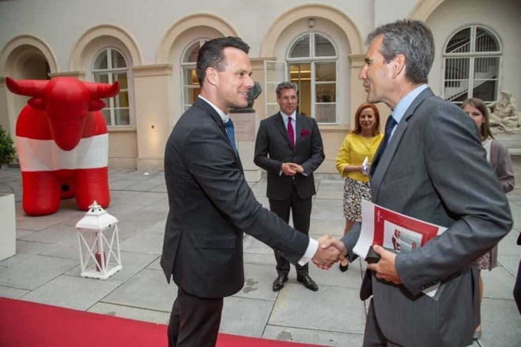 Börse-Chef Christoph Boschan begrüßt Finanzminister Hartwig Löger, Credit: APA-Fotoservice, © APA-Fotoservice/Wiener Börse (22.05.2018)