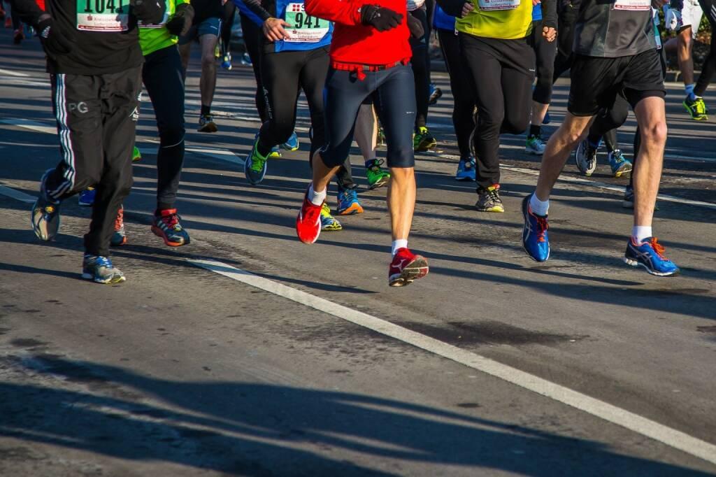 Laufen, Läufer, Asphalt https://pixabay.com/de/running-sport-fit-fitness-1944798/, © diverse photaq (25.05.2018)
