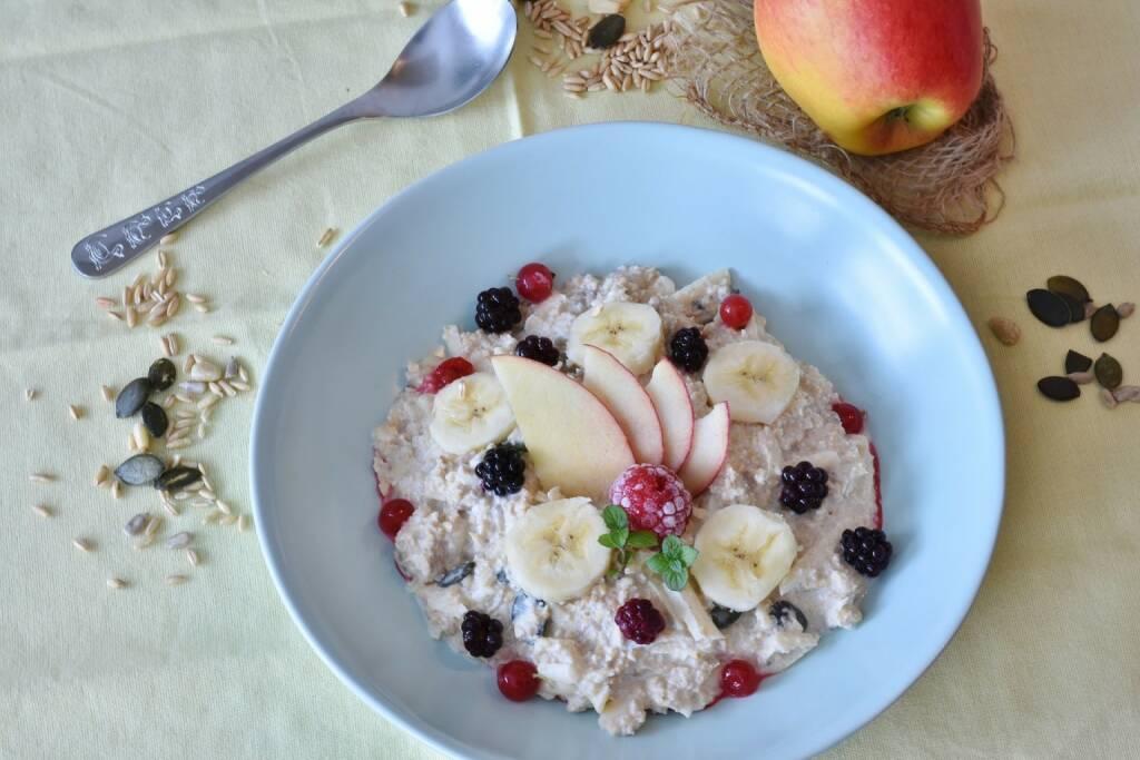 Müsli, Frühstück, Früchte https://pixabay.com/de/müsli-brei-frühstück-gesund-nüsse-3186256/, © diverse photaq (25.05.2018)